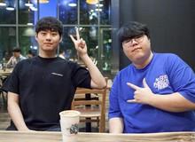 LMHT: Chung cảnh ngồi nhà xem CKTG 2019, cặp đôi huyền thoại Bang - Wolf tay bắt mặt mừng trong ngày tái ngộ