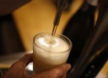 Nghe tin không biết nên buồn hay vui: Các nhà khoa học đã tìm ra công nghệ biến nước tiểu thành bia!
