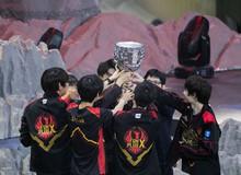 LMHT: Hủy diệt Royal Never Give Up của Uzi, Doinb chính thức lên ngôi vô địch LPL cùng Fun Plus Phoenix
