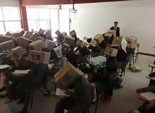 Thầy giáo Mexico chống quay cóp bằng cách để sinh viên đội nguyên cái thùng carton lên đầu khi làm bài thi