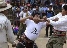 Lễ hội 'đánh nhau để xóa bỏ hận thù', chào đón năm mới của người Peru