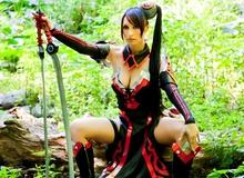 Nữ kiếm sỹ khiêu gợi trong cosplay Cabal