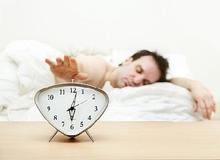 Những tác hại khó lường của việc ngủ nướng