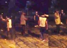"""Hỗn với xe ôm, hai thanh niên bị đánh """"nhừ tử"""" tại Văn Miếu"""