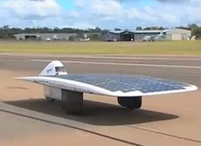 Xe chạy năng lượng mặt trời nhanh nhất thế giới