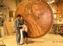 Đồng tiền vĩ đại làm từ 84 nghìn đồng xu