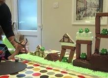 """Chiến trường """"Chim điên"""" trên chiếc bánh sinh nhật"""