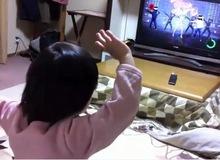 Bé gái 4 tuổi nhảy Kinect không thua kém người lớn