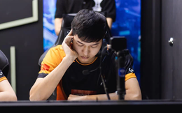 Nửa đêm mất ngủ, đội trưởng Team Flash viết tus khiến fan xót xa