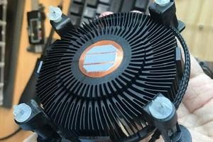 """Intel """"remaster"""" tản stock với màu đen thanh lịch, sử dụng lõi đồng, TDP 80W"""