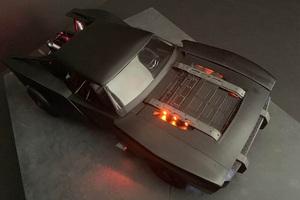 Cận cảnh mô hình đồ chơi xe hơi của Người Dơi được chính designer của The Batman công bố