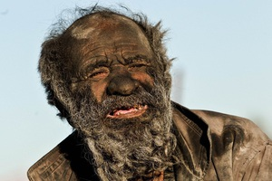 Chân dung người đàn ông được mệnh danh bẩn nhất thế giới suốt hơn 60 năm không tắm dù chỉ 1 lần, nhìn diện mạo ai cũng rùng mình