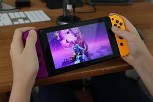 """""""Đè đầu cưỡi cổ"""" tất cả, Nintendo Switch trở thành ông vua máy chơi game năm 2021"""
