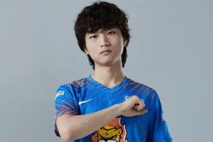 Huanfeng tiết lộ câu chuyện hú vía: Từng bị anti-fan mò đến tận Gaming House để