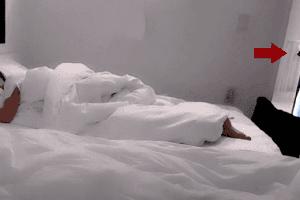 Ngủ quên trên sóng, nữ streamer xinh đẹp bất ngờ bị gã đàn ông đột nhập vào tận phòng, làm hành động đáng ngờ rồi bỏ đi