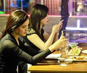 Chơi game được ăn tối với 4 hot girl Việt