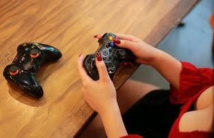 """Top 5 tay cầm để chơi game bóng đá trên PC """"ngon"""" nhất hiện nay"""