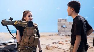 Đã mắt với chùm ảnh Cris Phan và vợ hot girl trong trang phục chiến binh Call of Duty: Mobile VN
