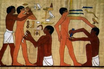 Những vật liệu kỳ dị nhất từng được con người sử dụng làm bao cao su
