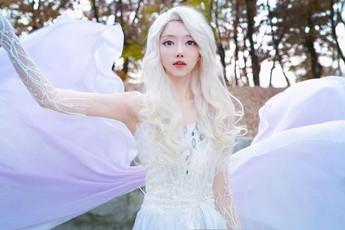 Ngẩn ngơ ngắm công chúa Elsa bước ra đời thật đẹp hơn cả trong phim Frozen