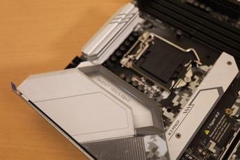 Đập hộp ASRock Z490 Steel Legend: 'Cặp bài trùng' hoàn hảo cho game thủ muốn chiến CPU thế hệ 10 mới toanh của intel