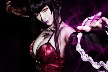 """Quá hoàn hảo cho một Eliza - Tekken 7 phiên bản cosplay, khuôn ngực """"bức tử"""" này không thể lẫn đi đâu được!"""