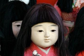 Khoa học vén màn bí ẩn trong truyền thuyết búp bê mọc tóc của Nhật Bản