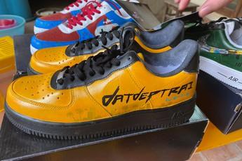 Dũng CT và Team Đụt được fan tặng giày xịn, custom đẹp không tì vết