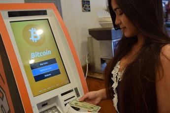 """ATM Bitcoin tràn ra khắp nước Mỹ: """"Đút"""" vào 1 đồng lấy ra tương đương 923 triệu VNĐ - có thật """"dễ ăn"""" như vậy không?"""