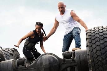 """Fast & Furious 9 nhận cơn mưa lời khen: Phần phim hoành tráng và """"ảo"""" nhất thương hiệu là đây!"""