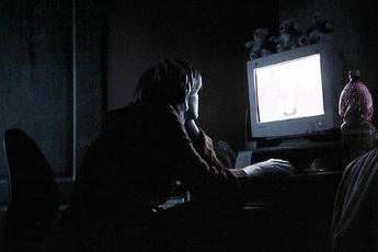 Những đặc điểm tưởng như trái khoa học lại chứng tỏ bạn là người thông minh: Thức khuya, dậy muộn, ít nói, chăm đọc báo...