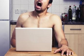 """Game thủ chú ý: """"Tự sướng"""" quá đà, một người đàn ông suýt mất mạng vì đột quỵ"""