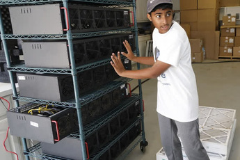 Đào tiền ảo, 2 cậu bé tuổi teen kiếm gần 800 triệu đồng mỗi tháng