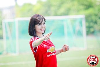 Hot girl Tú Linh MU bất ngờ... cosplay game bóng đá