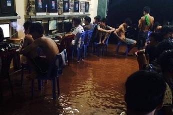 Vừa dứt bão số 1, game thủ Việt Nam đã tụ tập đông nghịt ngoài quán net