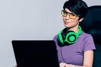 Kính chơi game - Món đồ bảo vệ mắt siêu lợi hại game thủ nào cũng nên sắm
