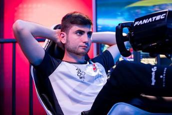 Từ game giả lập ra đời thực, thanh niên 23 tuổi đã đánh bại tay đua F1 sừng sỏ trước sự ngỡ ngàng của cả thế giới