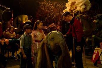 """4 bài học cuộc sống đắt giá khiến Dumbo là một trong những bộ phim """"làm lại"""" quan trọng nhất của Disney"""